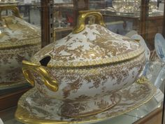 Soup tureen. It has two openings for soup ladles, one on each end.