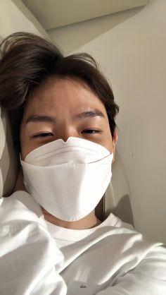 Baekhyun Wallpaper, Exo Lockscreen, Insta Live, Solo Pics, Kpop Exo, Exo Members, Chanbaek, Korean Bands, Chanyeol