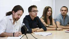 Foto: El secretario general de Podemos, Pablo Iglesias, el secretario político, Íñigo Errejón, la secretaria de Coordinación ejecutiva de Podemos, Ángela Ballester, y el secretario general de Podemos Madrid, Luis Alegre. (EFE)