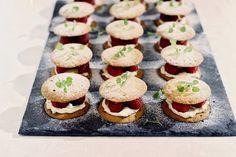 Lemon cookies + mascarpone + frambozen = een onweerstaanbaar toetje - Recept - Lemoncurd & frambozensandwich - Allerhande