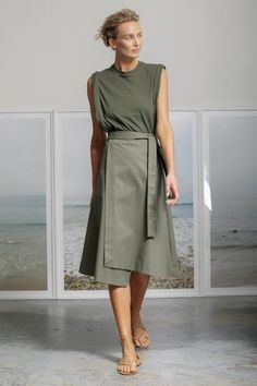Heidi Merrick Folded Skirt in Militare Fashion 2020, New Fashion, Fashion Outfits, Corporate Wear, Quoi Porter, Athleisure Outfits, Professional Outfits, Sandro, Beautiful Gowns