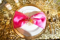 Fort Worth Club Wedding & Special Event Showcase: Chelsey Arnal Events & Experiences Tablescape (Photo by Tracy Autem Photography) Pink and Gold reception table