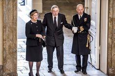 Den kongelige familie og gæster ankommer til Prins Henriks bisættelse