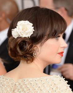 Zooey Deschanel hairstyle at the Golden Globes