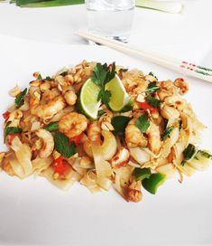 Pad Thai met garnalen. Een heerlijk Thais gerecht wat pittig, zoet, zout en zuur met elkaar combineert. Dit Pad Thai recept is eenvoudig en gezond!