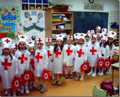 Disfraz de enfermera con bolsa blanca de basura http://www.multipapel.com/subfamilia-bolsas-basura-colores-para-disfraces.htm