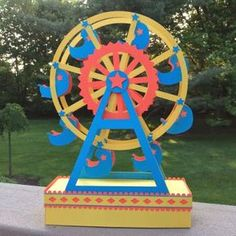 A Paper Ferris Wheel That Really Spins because there is an axle built inside the wheel. This Ferris Wheel makes a perfect gi. 3d Paper Crafts, Paper Toys, Diy Paper, Paper Art, Diy Crafts, Foam Crafts, Carnival Themes, Circus Theme, Circus Party