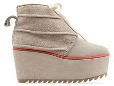 A Degen original.  Women's shoe.