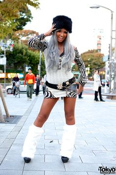 Kuro Gyaru style - members of the Black Diamond Gal Club // Tokyo Fashion Gyaru Fashion, Harajuku Fashion, Fashion Outfits, Harajuku Style, Japanese Street Fashion, Tokyo Fashion, Ganguro Girl, Girly Outfits, Cool Outfits