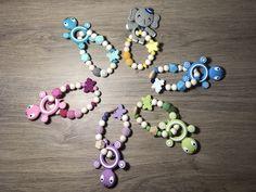 Voici ce que je viens d'ajouter dans ma boutique #etsy: Anneau de dentition en silicone, forme tortue, cadeau de naissance, bébé (couleur au choix) #jouets #bebe #dentition #perle #bois #eveil #jouet #accessoire #anneaudedentition Boutique Etsy, Ajouter, Teething, Voici, Creations, Bracelets, Jewelry, Baby Teething, Schmuck
