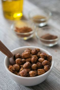 Gesunder und simpler Snack: Knusprig-würzige Kichererbsen Smoothies, Almond, Cereal, Breakfast, Desserts, Food, Breaded Cauliflower, Coleslaw, Smoothie