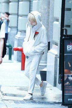 To Bangtan with love - Suga Bts Suga, Min Yoongi Bts, Bts Bangtan Boy, Taehyung, Namjoon, Bts Airport, Airport Style, Airport Fashion, Airport Outfits