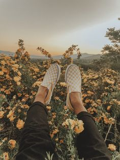 Image in yellow collection by Shekinah Ripley - Aesthetic Photography Yellow Aesthetic Pastel, Aesthetic Colors, Aesthetic Vintage, Aesthetic Photo, Aesthetic Pictures, Aesthetic Light, Aesthetic Black, Travel Aesthetic, Aesthetic Backgrounds