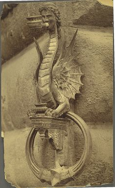 Wrought iron torch holder or horse tether from the Strozzi Palace - Cornell University Library Digital Collections: Andrew Dickson White Architectural Photographs Collection Knobs And Knockers, Door Knobs, Door Handles, Wrought Iron Decor, Tuscan Style, Tuscan Design, Iron Work, Foto Art, Green Man