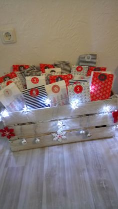 Advent box Effective pictures that we offer to girls via Advent calendar crafts A quality . Christmas Mood, Noel Christmas, Christmas Presents, Xmas, Advent Calenders, Diy Advent Calendar, Advent Box, Clay Christmas Decorations, Bff Birthday Gift
