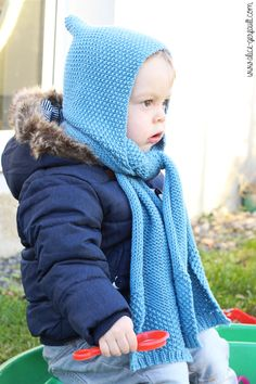 Scarf-hood for a child to knitting. There by alice gerfault. Crochet Baby Dress Pattern, Crochet Hats, Alice, Winter Hats, Sewing, Knitting, Children, Couture, Bonnets