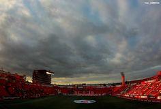 El Estadio Caliente de los Xolos de Tijuana.