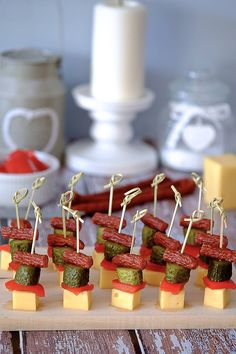 Pancake rolls filled with salmon, cream cheese and herbs … (Grilled C … - Modern Snacks Für Die Party, Appetizers For Party, Appetizer Recipes, Toothpick Appetizers, Pinwheel Appetizers, Aperitivos Finger Food, Plats Ramadan, Pancake Roll, Food Decoration