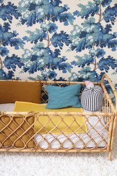 le dans la - beautiful wallpaper and cot