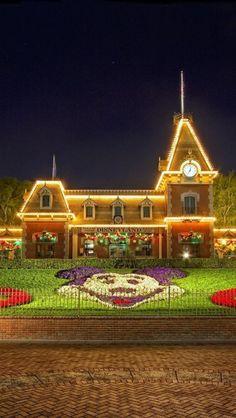 Disneyland  Save 90% Travel over Expedia. Save thousands over Expedias advertised BEST price!! https://hoverson.infusionsoft.com/go/grnret/joeblaze/