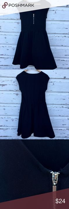 Black Zip Up Dress The perfect little black dress! Short sleeves. V-neck that goes into a small silver zipper. Comes in at the waist and flows out into an A-line. Skirt falls just above the knee. Fits true to size.🍸 H&M Dresses Mini