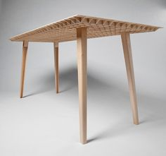 kleinergleich5 by ruben beckers - the world's lightest table weighs in at 4,5 kilos (9.9 lbs)