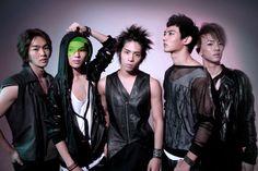 Shinee - K-pop Korean boys band.