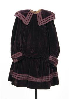 Girl's dress, c. 1900.