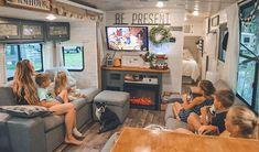 Diy Camper, Camper Ideas, Camper Van, Bus Remodel, Toy Hauler Camper, School Bus House, Bus Living, Rv Interior, Camper Makeover