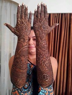 Can't get over the beauty of bridal Mehndi Designs for full hands? This full hand mehndi design with a mix of Indian and Arabic mehndi images is perfect for you! Get Amazing Collection of Full Hand Mehndi Design Ideas here. Simple and Easy Modern full. Indian Henna Designs, Latest Bridal Mehndi Designs, Full Hand Mehndi Designs, Mehndi Designs 2018, Henna Art Designs, Mehndi Designs For Girls, Wedding Mehndi Designs, Dulhan Mehndi Designs, Mehandi Designs