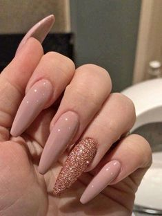 Light Colored Nails, Light Nails, Fall Acrylic Nails, Fall Nail Art, Acrylic Nails Stiletto, Pink Nails, Gel Nails, Coffin Nails, Rose Gold Glitter Nails