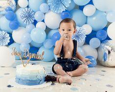Smash Cake First Birthday, Baby Cake Smash, Baby Boy 1st Birthday Party, Baby Boy Cakes, Kids Studio, First Birthday Pictures, Birthday Balloon Decorations, Cake Smash Photos, Birthdays