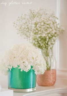 Glitter Vase DIY for vases to use wet and dry. ~ Mary Wald's Place - DIY glitter vases from The Sweetest Occasion Cute Crafts, Crafts To Do, Diy Crafts, Decor Crafts, Teenage Girl Room Decor, Do It Yourself Baby, Crafty Craft, Crafting, Wedding Decorations