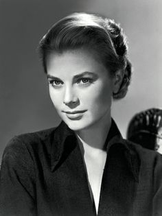 So hard to find vintage updos that I like. Of course, Grace Kelly provides a brilliant, subtle option. #bridesmaidhair