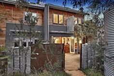 12/44A Hunter St (Westwyk), beautiful 3 bedroom townhouse with cantilever kitchen. Architecturally designed. Great floor plan, but only small private courtyard. Veg garden in shared area though. Bids from late $800s. Sold for $962,000