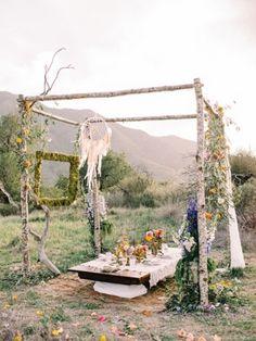 Félicitations si vous venez de vous fiancer! Organiser votre journée de mariage peut être à la fois amusant et excitant, mais il est facile de se laisser submerger par toutes les petites tâches à effectuer. Savoir par où commencer est un assez grand défi, vous vous demandez par quel bout vous y prendre pour organiser votre grand jour? Devez-vous commencer par choisir votre robe,... En apprendre plus…