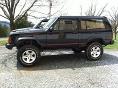 """Black 94 with 3"""" RC and 2"""" spacer/shackle, ON 31s on 16"""" moabs - XJ Lift/Tire Setup thread - Page 37 - Jeep Cherokee Forum"""