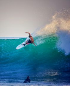 John John Florence lighting up a Lowers free surf. Surf Mar, Sup Surf, Snowboard, Surfergirl Style, John John Florence, Surf Competition, World Surf League, Surfing Pictures, Big Waves