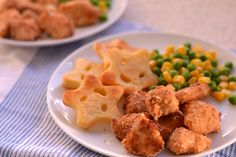 Crispy Chicken Nuggets - Nuggets of chicken breast coated in mayonnaise and Rice Krispies, chicken nuggets you shouldn't feel guilty about! | thehecticcook.com