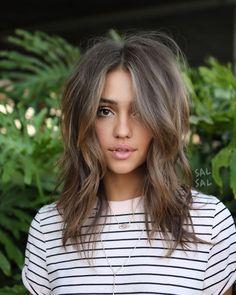 Comment porter la coupe en dégradé à effet coiffé décoiffé.
