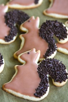 Squirrel Sugar Cookies ~ love the textured tail on these!