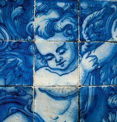 An azulejos cherub, on Capela das Almas Church, Porto, Portugal Love Blue, Blue And White, Dark Blue, Rhapsody In Blue, Portugal Travel, Porto Portugal, Angel Art, Blue Aesthetic, Color Theory