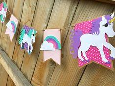 Curso gratis de manualidades de unicornio para fiestas de niñas paso a paso Rainbow Unicorn Party, Unicorn Birthday, 9th Birthday, Pennant Banners, Name Banners, Free Printable Banner Letters, Birthday Party Background, Unicorn Names, Shower Banners