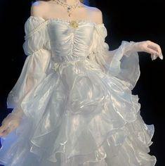 Pretty Outfits, Pretty Dresses, Beautiful Dresses, Elegant Dresses, Ball Dresses, Prom Dresses, Wedding Dresses, Wedding Dress Bustle, Fantasy Gowns