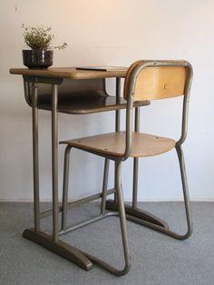 【アンティーク 古道具 JIKOH】レトロ ジャパン ヴィンテージ 古い学校机とイスのセット【楽天市場】懐かしい感じですが大人でもいける大きさです。