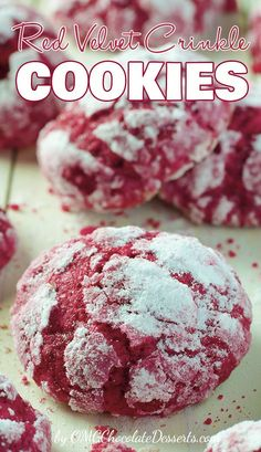 If you are looking for a delicious Christmas cookies recipe, these Red Velvet Crinkle Cookies will surely not leave you indifferent. Soft and gooey, with their beautiful red color, these cookies are the real choice for a cookie exchange and also for a Valentine's day dessert recipe. #red #velvet #cookies #recipes