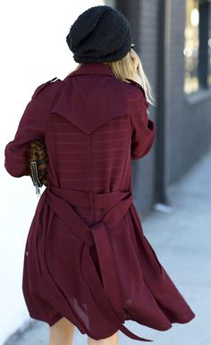 ♥ Black beanie and burgundy trench Moda Chic, Winter Stil, Street Style, Look At You, My Wardrobe, Autumn Winter Fashion, Fashion Fall, Street Fashion, Mantel