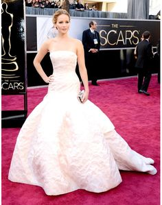 Now that's a scene-stealing dress! #JenniferLawrence #Oscars #Dior