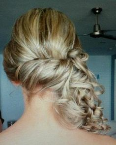 Bridesmaid hair idea... had to save this one for me ;)
