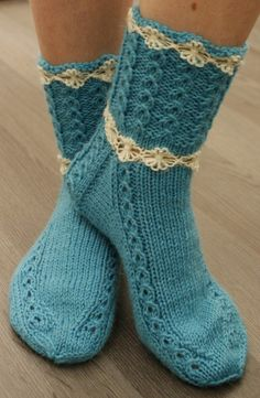 Mummoilua Knitted Socks Free Pattern, Crochet Slippers, Knit Crochet, Loom Knitting, Knitting Socks, Baby Knitting, American Girl Crochet, Knit Basket, Crazy Socks